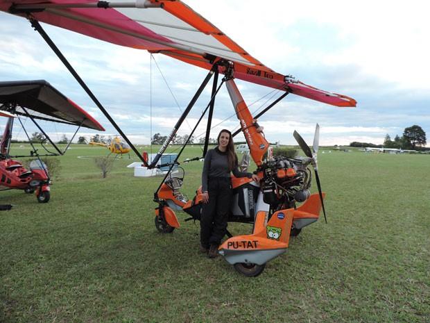 Mulher que pilota trike, a 'moto do ar', conta como é a 'visão de um pássaro'