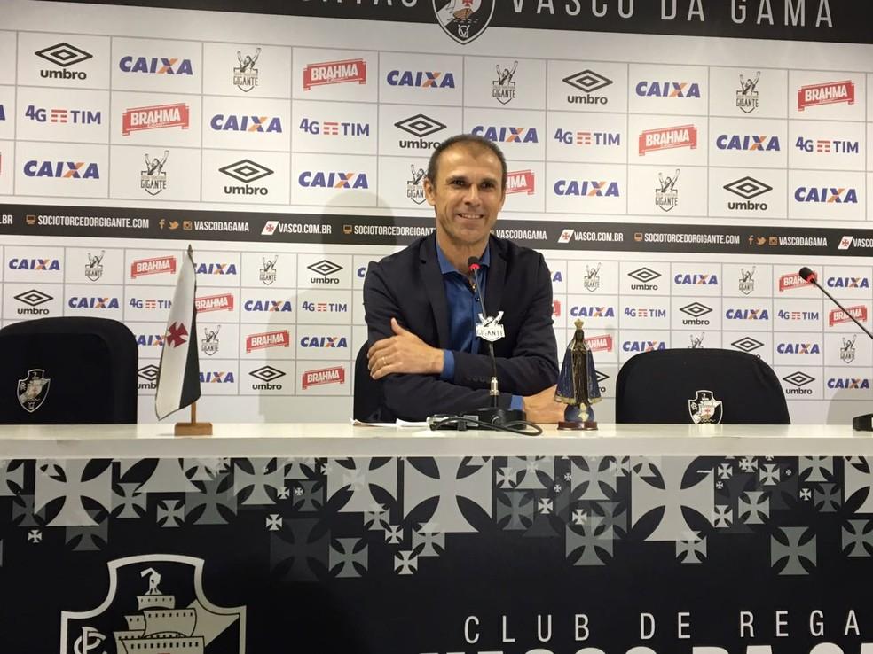 Milton Mendes comanda o Vasco neste sábado, em clássico contra o Flamengo (Foto: Caio Blois)