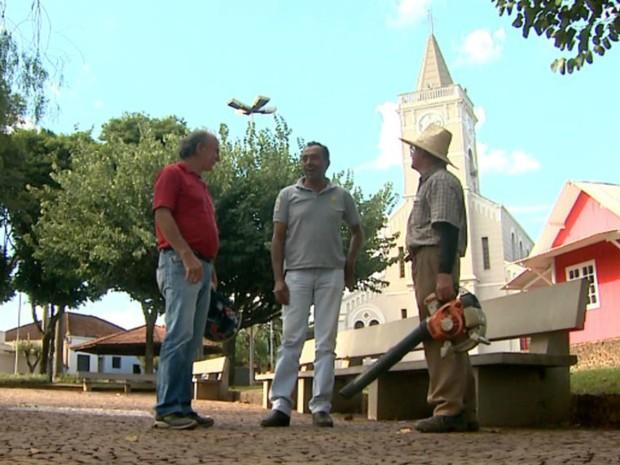Aposta premiada na Quina de São João desperta curiosidade entre moradores de Colina, SP (Foto: Cláudio Oliveira/EPTV)