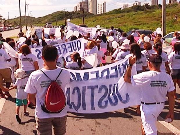 Passeata pede paz, justiça e fim da violência em São Luís (Foto: Reprodução/TV Mirante)