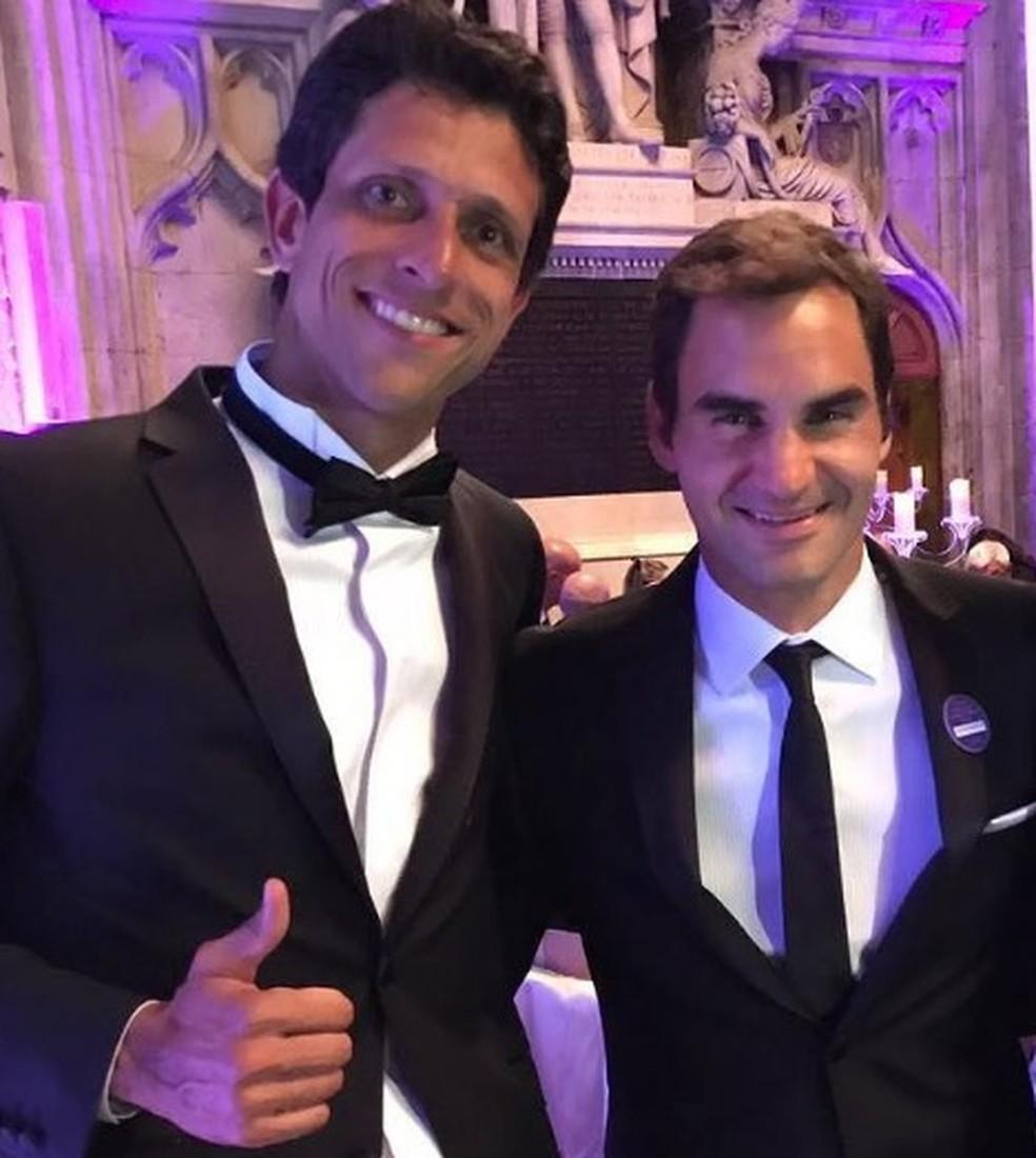 Marcelo Melo e Roger Federer no jantar dos campeões em Wimbledon, neste domingo (Foto: Divulgação/Instagram )