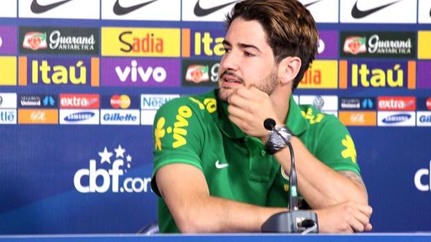 Pato apresentação da seleção (Foto: Fabrício Marques)