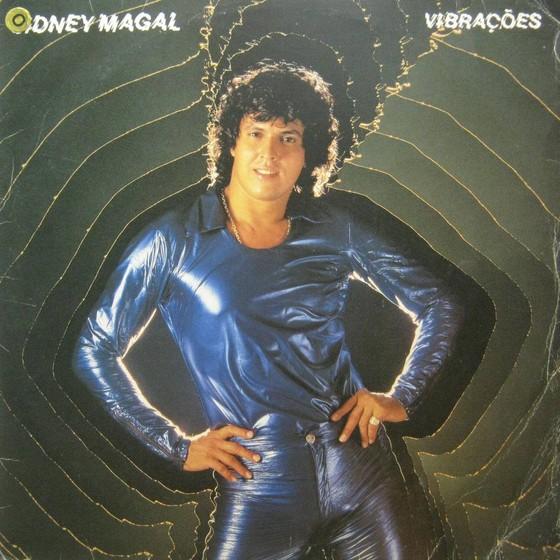 Sidney Magal posa para a capa de um dos primeiros discos da sua carreira (Foto: Reprodução)