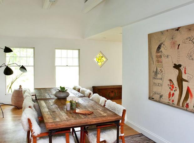 casa-de-campo-nova-york-southampton-cecilia-dupire-sala-de-jantar-madeira-quadro (Foto: Costas Picadas/Divulgação)