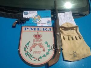 Material foi apreendido com dois homens em Carapebus (Foto: Divulgação/ Polícia Militar)