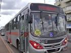 Dois adolescentes brigam dentro de ônibus em MS e provocam pânico