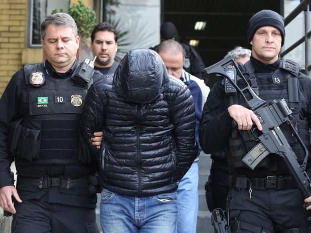 Exame de corpo de delito foi realizado no IML de Curitiba na manhã desta terça-feira (24) (Foto: Giuliano Gomes/PR PRESS)
