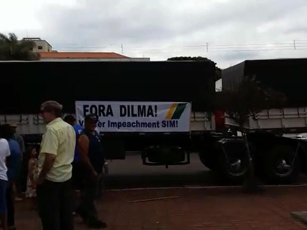 Caminhoneiros participam do protesto em Assis (Foto: Maiza Olímpia de Oliveira/ Arquivo pessoal)