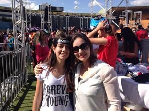 Estudante Sara Ferrari, 12, e a mãe Luciana Duarte, 31, foram juntas ao evento (Foto: Luísa Gomes/G1)