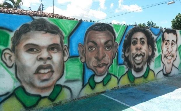 Muro virou atração na região (Foto: Camila Torres/Inter TV Cabugi)