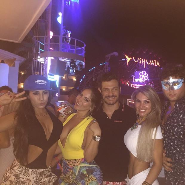 Anamara com amigos (Foto: Instagram / Reprodução)