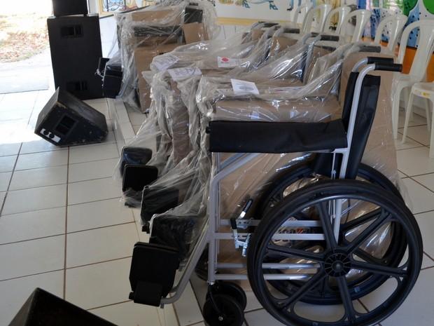 Cadeiras de rodas foram trocadas por lacres de latas de refrigerante em Piracicaba (Foto: Leon Botão/G1)