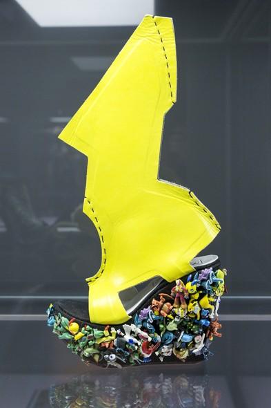 Sapato projetado para Lady Gaga por Ben Naaem