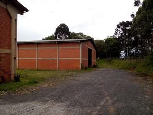 Galpões funcionavam como depósito de drogas e desmanche de caminhões  (Foto: Polícia Civil/Divulgação)