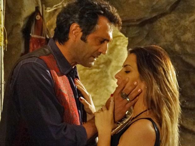 Apesar do clima de romance, Bianca não aceita (Foto: Salve Jorge/ TV Globo)