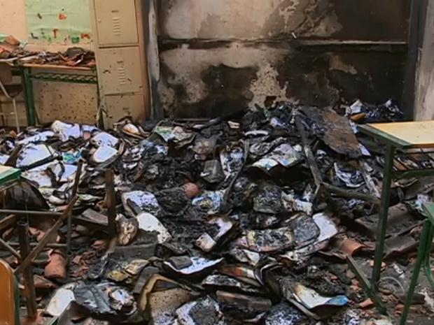 Salas de aula foram atingidas pelo fogo (Foto: Reprodução RBS TV)