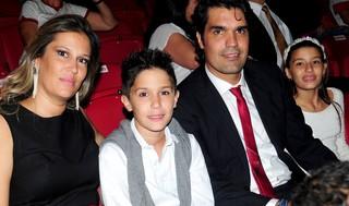 Fernanda enviou foto em família, com Fernandão e filhos (Foto: Marcelo Campos/MC10)