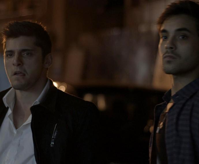 Guto banca o valentão, mas leva surra de Ivan (Foto: TV Globo)
