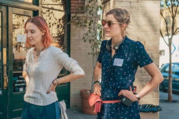 Greta Gerwig e Saoirse Ronan na filmagem de Lady Bird (Foto: Reprodução)