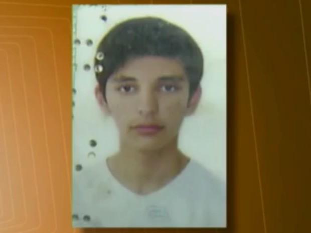 Adolescente morreu com cabeça esmagada em acidente na oficina mecânica do pai na Paraíba (Foto: Reprodução/ TV Paraíba)