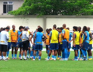 Oswaldo de Oliveira com o elenco no treino do Botafogo (Foto: Thales Soares / Globoesporte.com)
