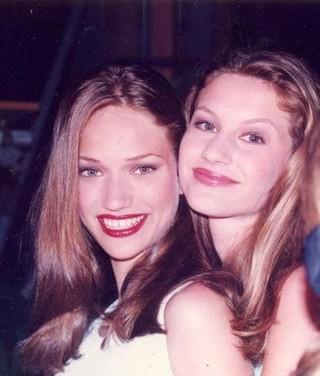 Fabiana Saba e Gisele Bündchen no início da carreira (Foto: Arquivo pessoal)