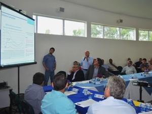 Coordenador de projetos do PCJ, José Cezar Saad, mostra avaliações sobre o Cantareira (Foto: Fernando Pacífico / G1 Campinas)