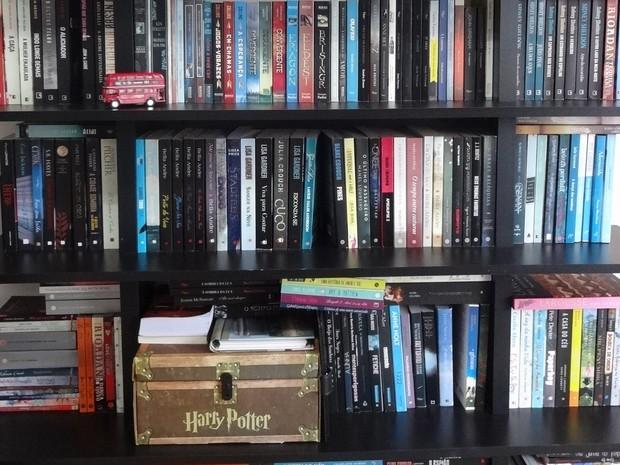 Conheça a estante de livros da youtuber Duda Menezes, do canal Book Addict. (Foto: Arquivo pessoal)
