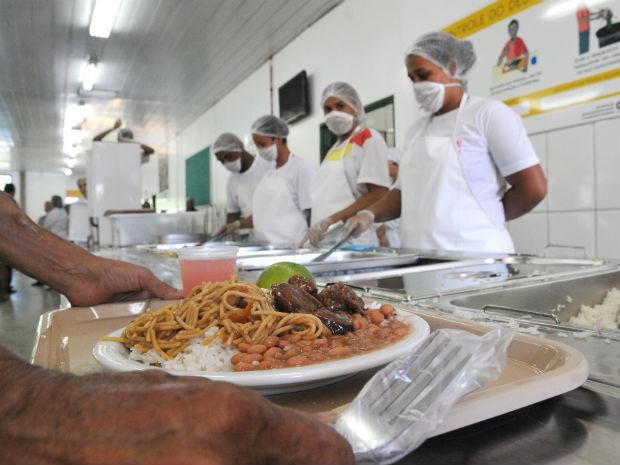 G1 restaurante comunit rio reaberto em planaltina no for Utensilios para restaurantes