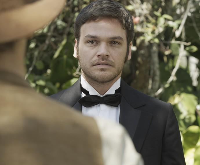 O irmão de Anita não esconde a suspresa ao ver Lívia (Foto: TV Globo)