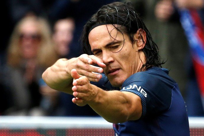 Cavani comemora gol pelo Paris Saint-Germain PSG (Foto: REUTERS/Jacky Naegelen)
