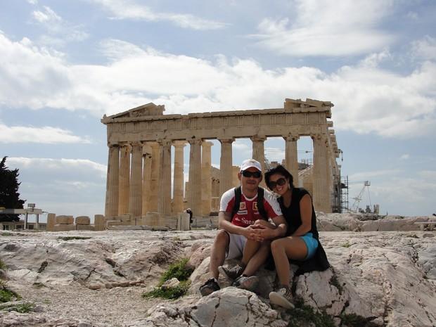 Anderson e Letícia, na Grécia, durante uma das viagens a trabalho (Foto: Anderson Matsuura/Arquivo pessoal)
