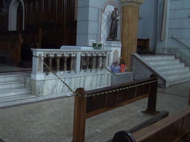 Padre é esfaqueado na Catedral de Santo Antônio, em Piracicaba (Foto: Leandro Cardoso/G1)