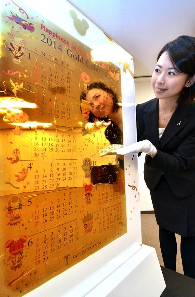 Calendário é decorado com personagens da Disney (Foto: Yoshikazu Tsuno/AFP)