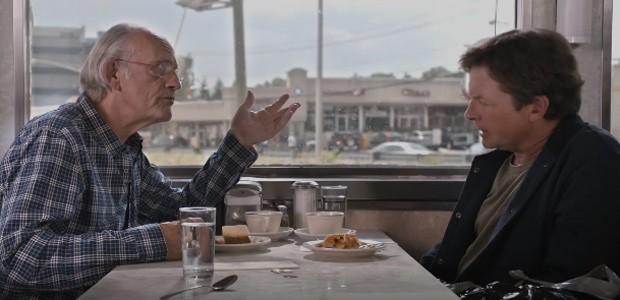Michael J. Fox e Christopher Lloyd, do filme 'De volta para o futuro', aparecem juntos em comercial (Foto: Reprodução/YouTube/Toyota)