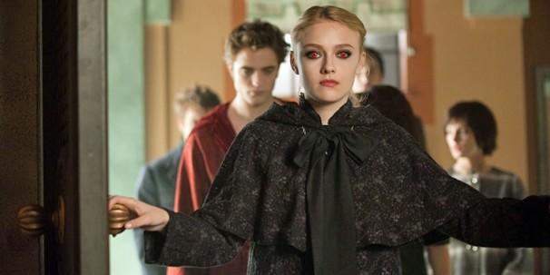 Dakota Fanning pertence aos Volturi, um dos mais poderosos clãs de vampiros (Foto: Divulgação)