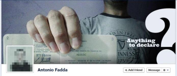 Usuário brinca com o passaporte na sua foto de capa (Foto: Reprodução/Hongkiat)