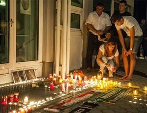 Fãs e amigos prestam homenagens às vítimas do acidente (Foto: Fiba/Divulgação)