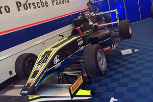 João Vieira estreia na F4 italiana com problemas no carro e é obrigado a abandonar corrida (Foto: Quick Comunicação/Divulgação)