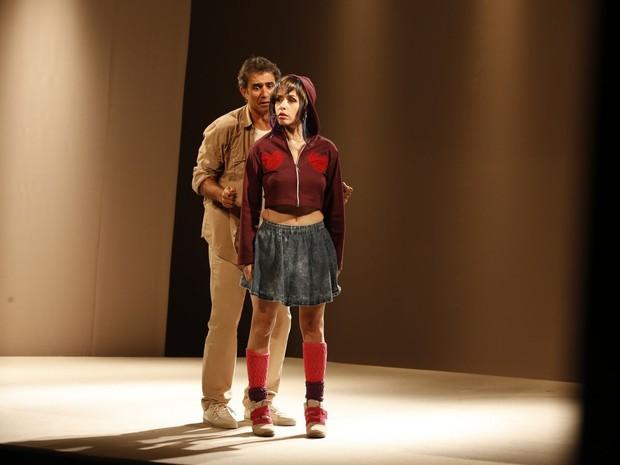 Marcos Pasquim e Leona Cavalli em ação na peça 'E aí, comeu?' (Foto: Felipe Panfili/ Ag. News)