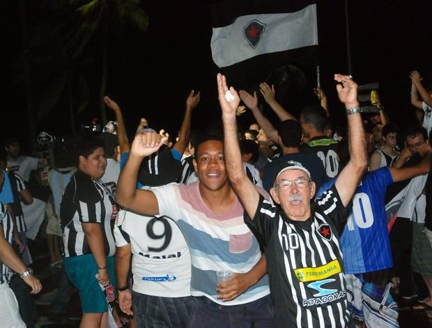 Torcida do Botafogo-PB, comemoração, Série C, Campeonato Brasileiro, Paraíba, busto de tamandaré (Foto: Richardson Gray / Globoesporte.com/pb)