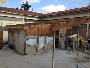 Reforma e ampliação de escola deveriam ter terminado em 2010. (Foto: Jael Soares/ G1 Caruaru)