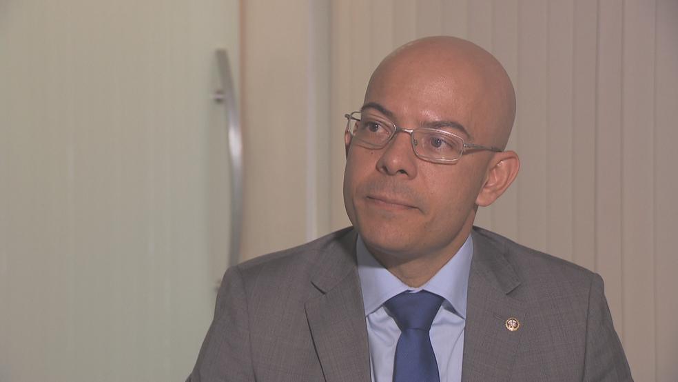 O promotor Clayton Germano, do Ministério Público do Distrito Federal, em entrevista (Foto: TV Globo/Reprodução)