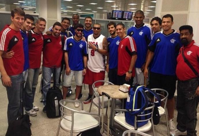 naldo time de basquete flamengo aeroporto (Foto: Reprodução/Instagram)