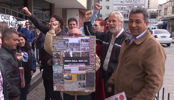 Professores e servidores do estado fazem novo protesto, hoje em cedo, em Curitiba (Foto: Reprodução/RPC)