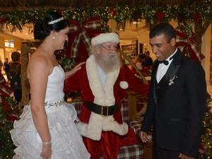 Noivos de São José dos Campos fizeram pedidos ao bom velhinho em um shopping (Foto: Jouvani Reis)