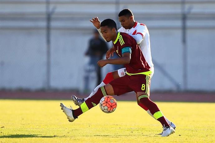 Yangel Herrera Venezuela e Marcos Lopez Perú  (Foto: EFE)