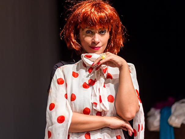 Suzana Pires em cartaz com a peça 'De Perto Ela Não É Normal' (Foto: Divulgação)