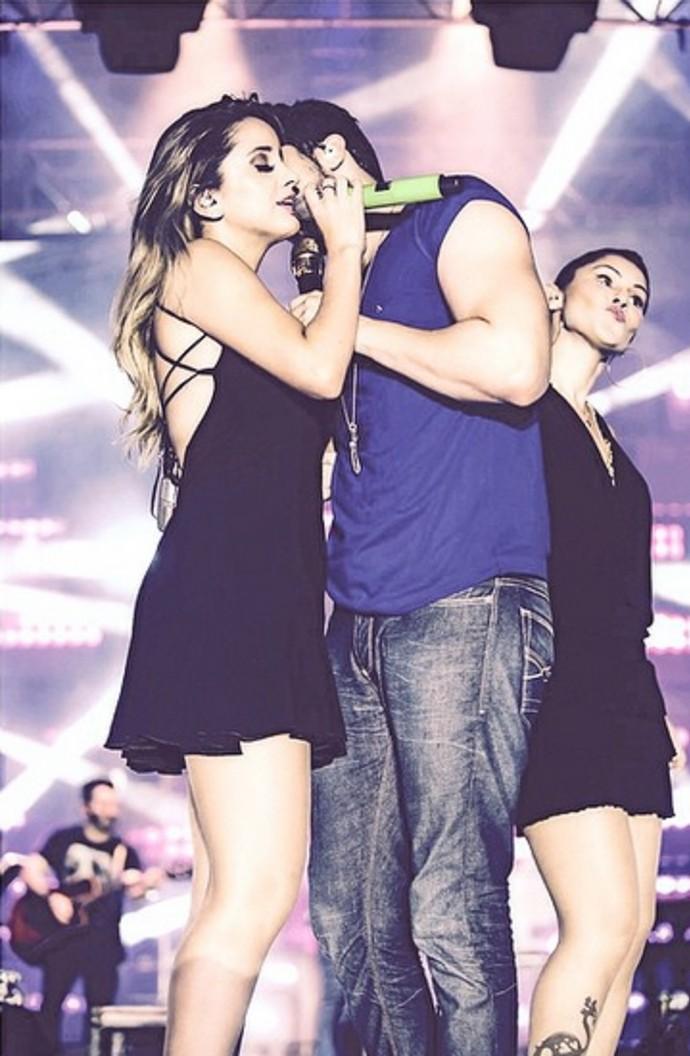 Karielle no palco com Luan Santana  (Foto: Arquivo Pessoal)
