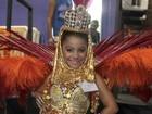 Menina de 7 anos estreia como rainha de bateria na Unidos de Bangu